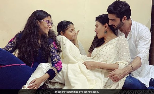 Finally, Sushmita Sen Confirms And Denies Rumours About Rohman Shawl: ''Rohman'cing Life Absolutely'