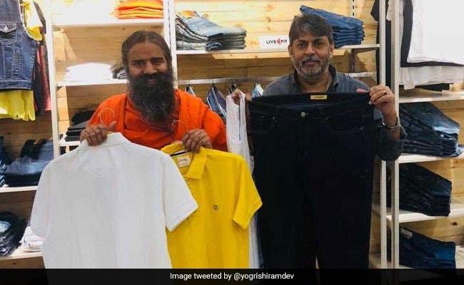 बाबा रामदेव ने किया पतंजलि परिधान स्टोर का उद्घाटन, जींस, टी शर्ट से लेकर जूते तक मिलेंगे