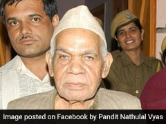 <i>Netas</i> Line Up At 95-Year-Old Rajasthan Astrologer's Ahead Of State Polls