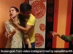 सारा अली खान के साथ हुईं ऐसी शैतानियां, ताव देकर बोलीं- मेरे साथ हमेशा... देखें Video