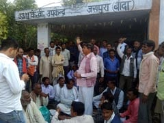 उत्तर प्रदेश : अफसरशाही मस्ती में, बांदा में किसान 24 घंटे से धरने पर