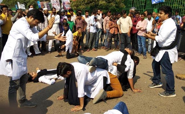 दिल्ली: नशे के खिलाफ जागरूकता के लिए नुक्कड़ नाटक का हुआ आयोजन