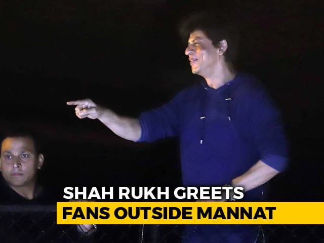 SRK Greets His Fans Outside 'Mannat' On His 53rd Birthday