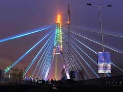 AAP Alleges No Cop On Signature Bridge; Police Say 2,000 Challans Issued