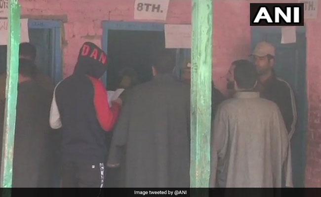 जम्मू कश्मीर पंचायत चुनाव LIVE: कड़ी सुरक्षा के बीच तीसरे चरण के लिए मतदान जारी