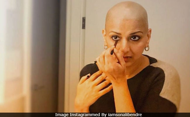 कैंसर का इलाज करवा रहीं Sonali Bendre, कीमोथेरेपी की वजह से आंखें हो रही कमजोर