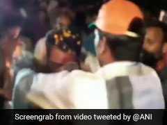 जब बीजेपी विधायक का हुआ जूतों की माला पहनाकर स्वागत.... देखें VIDEO