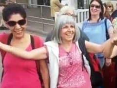 प्रियंका चोपड़ा की शादी के लिए आए विदेशी बाराती, एयरपोर्ट पर हुआ कुछ ऐसा चिल्लाने लगे- पीसी...पीसी...देखें Video