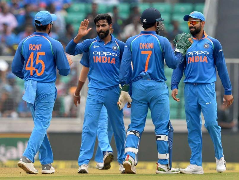 Watch: Ravindra Jadeja Convinces MS Dhoni, Virat Kohli To Take DRS Review