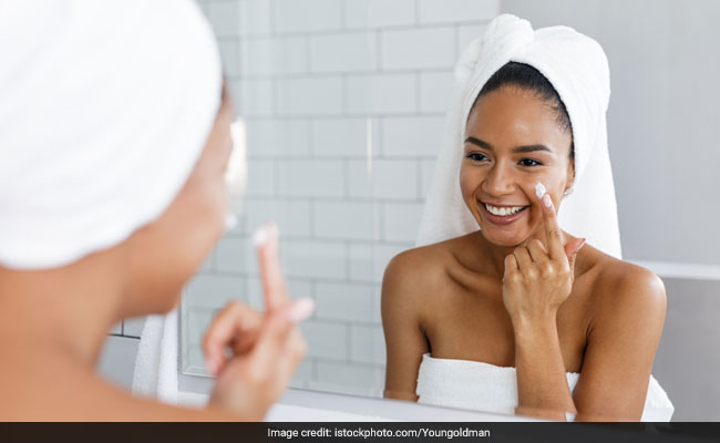 Remedy for Dry Skin in Winter: Skin Care Tips and 5 Natural Moisturisers, sardiyon ke skin tips