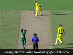 उल्टा खड़े होकर बल्लेबाजी कर रहा था ऑस्ट्रेलियाई बल्लेबाज, खेला ऐसा शॉट हंस पड़े खिलाड़ी, देखें VIDEO