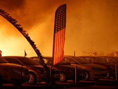 9 Dead In California Wildfire, Residents Take Refuge On Beaches In Malibu