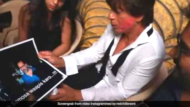 Watch: Shah Rukh Khan Tries To Solve The Mystery Of Zero Director Anand L Rai's Lost Samosa!