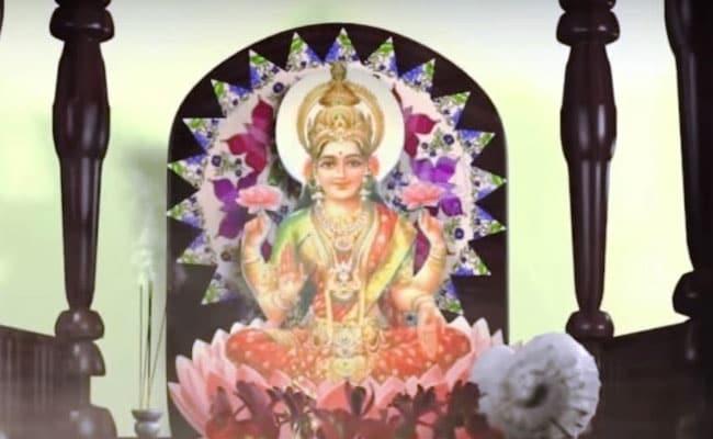 Diwali 2018: दीपावली के शुभ मुहूर्त पर पढ़ी जाती हैं मां लक्ष्मी-गणेश की ये आरती, पूजा पर मंत्रों का होता है जाप