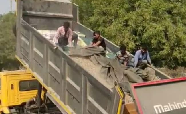 हरियाणा टू बिहार: ट्रक में ईंट-पत्थर और बालू, नीचे 4 हजार लीटर शराब!