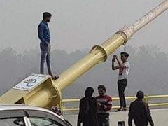 दिल्ली का सिग्नेचर ब्रिज बना खतरनाक सेल्फी ब्रिज!