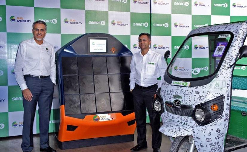 Goldie Srivastava, CEO- SmartE and Chetan Maini, CEO- Sun Mobility at  partnership announcement.