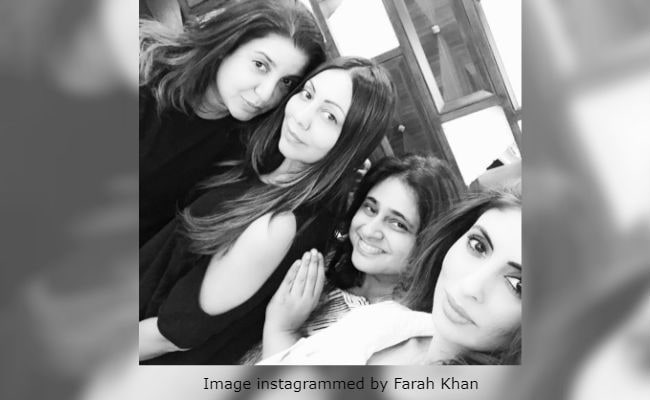 Shweta Bachchan Nanda's 'Nightcap With Madcaps' Gauri Khan And Farah Khan thumbnail