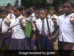 यहां नक्सलियों से बचने के लिए बच्चे तीर-कमान लेकर जाते हैं स्कूल, दबे पांव निकलते हैं जंगल से