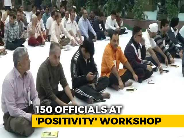 Video : Amid CBI War, Sri Sri's Art Of Living Workshop For 150 Officers