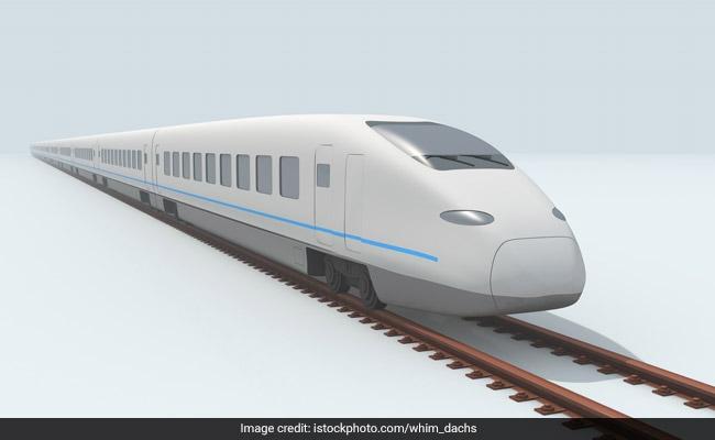 अब पानी को चीरती हुई ट्रेन से जाएं UAE, मुम्बई से चंद घंटों में सफर होगा तय