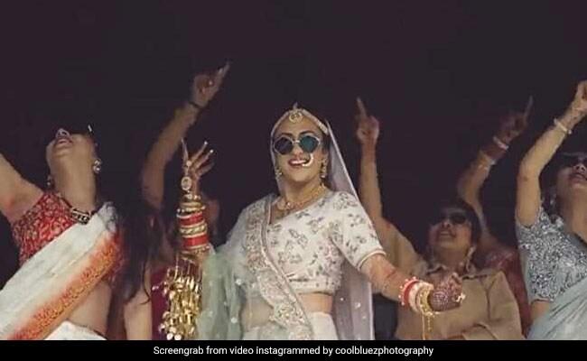 शादी से पहले लड़की ने अपनी सहेलियों के साथ बनाया VIDEO, पिता को बोली- सिंगल रहने दो