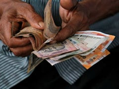 Rupee Falls For Third Straight Day, Ends At 68.97 Against Dollar