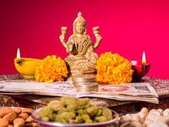 Dhanteras 2018: This Dhanteras Greet Your Family With Wishes, WhatsApp Messages And Facebook Greetings