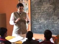 जब सरकारी स्कूल में जाकर बच्चों को पढ़ाने लगे विधायक पंकज सिंह, ऐसे संवार रहे 84 विद्यालयों की सूरत