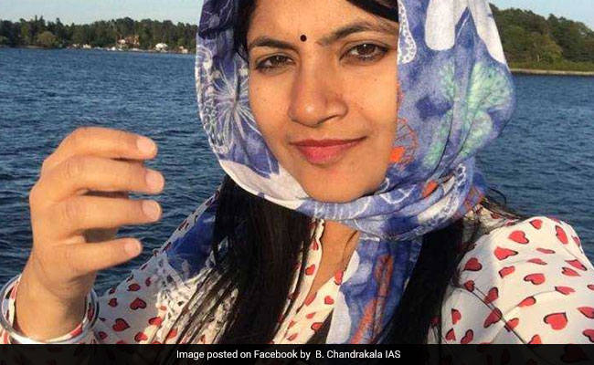 एक महिला IAS, जिन्होंने लाइक्स पाने में PM मोदी और बॉलीवुड के सितारों को भी छोड़ा पीछे