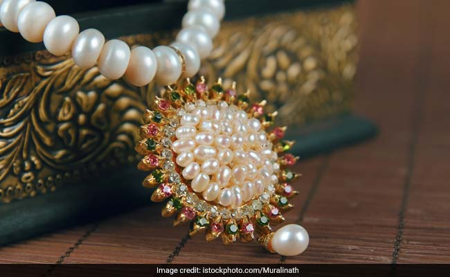 5 Kinds Of Jewellery To Glam Up In This Wedding Season