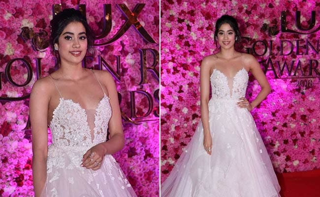 Nail Party Looks In A Stunning Lace Dress Like Janhvi Kapoor