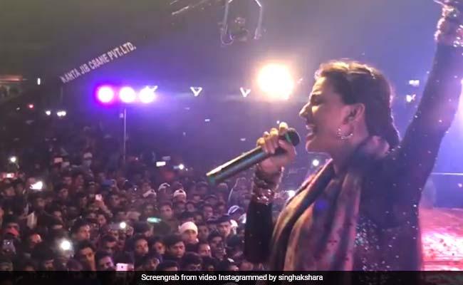 भोजपुरी एक्ट्रेस अक्षरा सिंह ने अपनी आवाज से चलाया जादू, फैन्स यूं हुए दीवाने; देखें Video