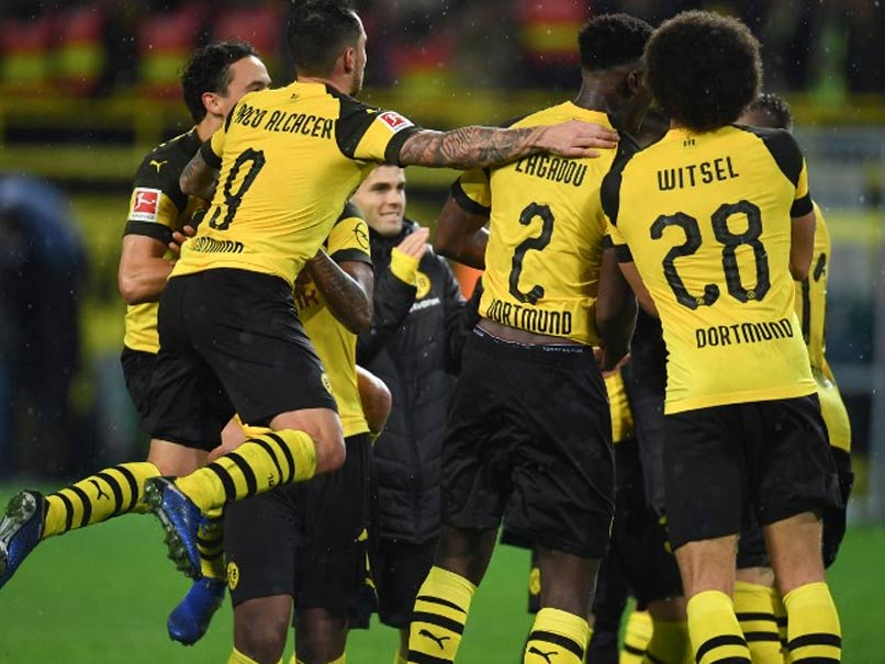 Paco Alcacer Fires Borussia Dortmund Past Beleaguered Bayern Munich To Maintain Bundesliga Lead
