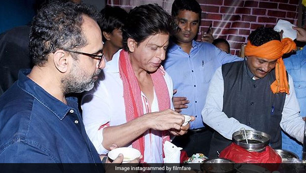 Video: At Zero Trailer Launch, Shah Rukh Khan Enjoys Yummy Street Foods!