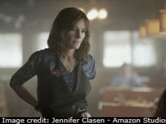 <I>Homecoming</I> Review: Julia Roberts' New Amazon Series Is Tightly Strung Tale Of Deceit And Memory