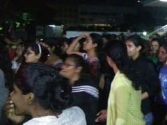 चेन्नई: हॉस्टल की लिफ्ट में छात्रा के सामने कर्मचारी ने की 'गंदी हरकत', वार्डन ने ड्रेस को बताई वजह