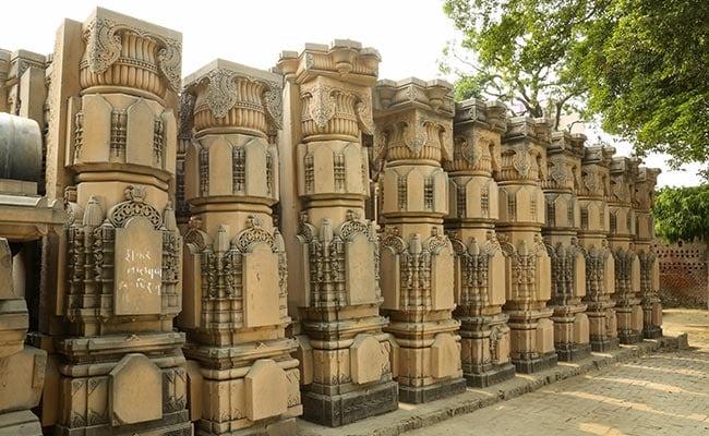 अयोध्या में VHP और शिवसेना की रैली की तैयारी, निर्मोही अखाड़े ने जताया एतराज़