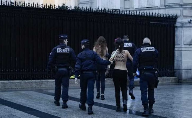 Topless Femen Activists Greet US President Amid Protests In Paris