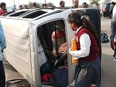 दिल्ली : तिमारपुर में स्कूल वैन और टेम्पो के बीच जबरदस्त टक्कर, 8 साल के मासूम की मौत
