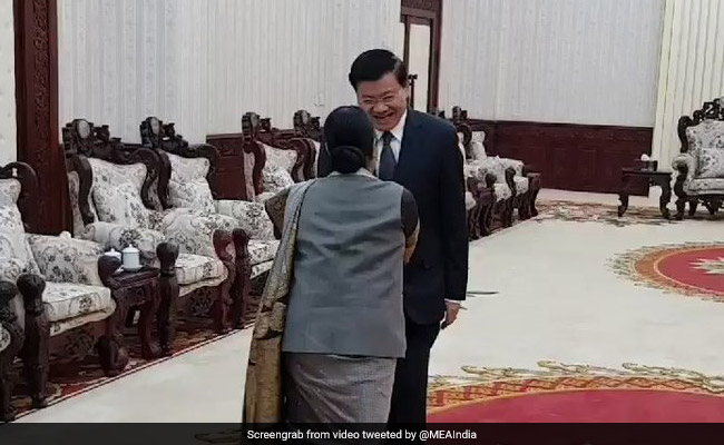 Foreign Minister Sushma Swaraj, Laotian PM Discuss Bilateral Ties