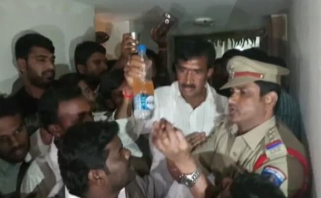 तेलंगाना में कांग्रेस के प्रत्याशी ने की खुदकुशी की कोशिश,  चुनाव अधिकारियों का एक उड़न दस्ता गया था छापा मारने