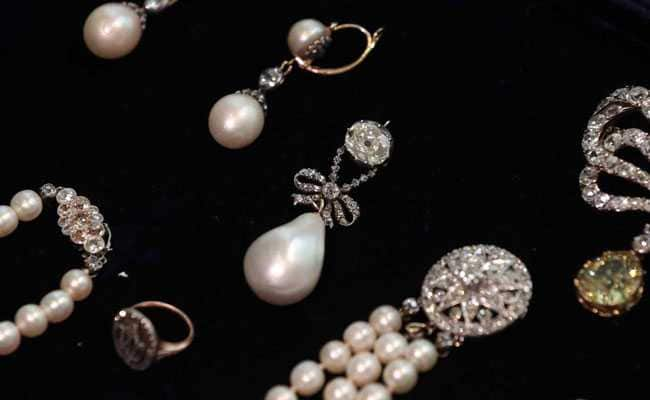 French Queen Marie Antoinette's Pearl Pendant Sells For Record $36 Million