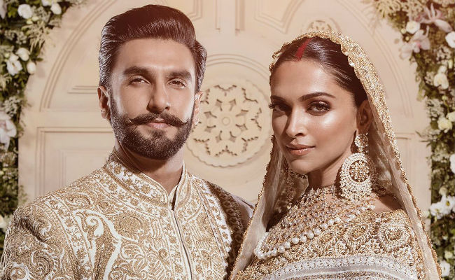 cd6db74b36 Pics Of Deepika Padukone, Ranveer Singh From Mumbai Reception. Couple Goals,  Truly