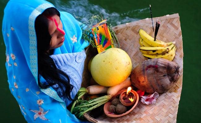Chhath Puja 2018: जानिए छठ पूजा की विधि, सामग्री, छठ कथा और महत्व