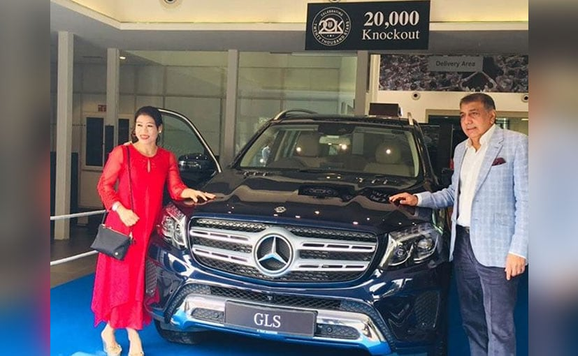 Boxer Mary Kom receiving the keys to her Mercedes-Benz GLS