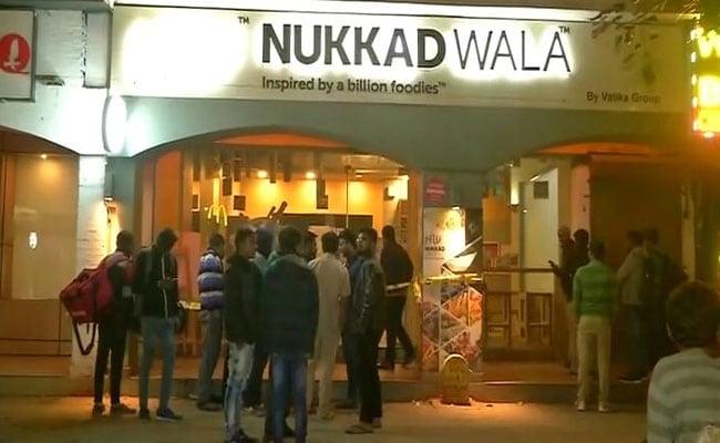 दिल्ली के एक बड़े रेस्तरां में युवक की चाकुओं से गोदकर हत्या, जांच में जुटी पुलिस