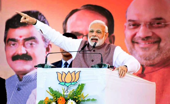 LIVE: मंदसौर में बोले PM मोदी : किसानों को मजबूर बनाने और उनको कर्ज में डुबोने का काम कांग्रेस पार्टी ने किया