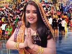काजल राघवानी के बाद आम्रपाली दुबे ने भी Chhath Puja पर छेड़े सुर, Video ने मचाई धूम