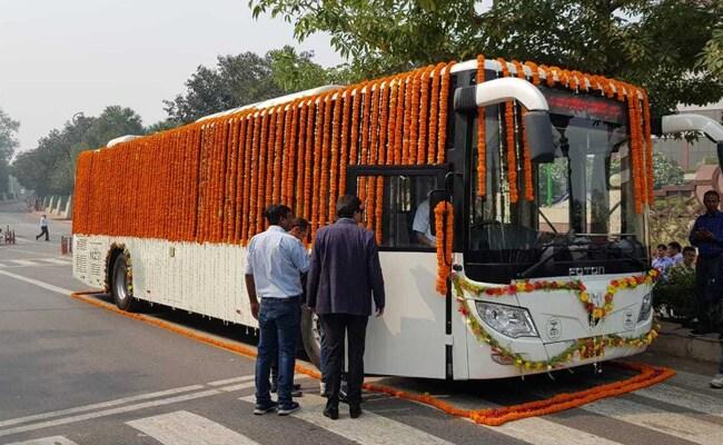 दिल्ली में इलेक्ट्रिक बसों का ट्रायल शुरू, विधानसभा चुनाव से पहले सड़क पर उतारने की तैयारी में केजरीवाल सरकार